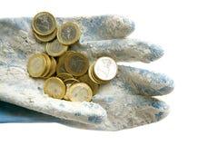 Euro muntmuntstukken over vuile handschoenen Stock Foto's