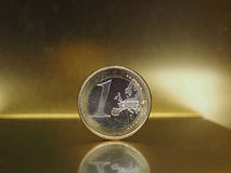 1 euro muntstuk, Europese Unie over gouden achtergrond Royalty-vrije Stock Afbeeldingen