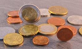 Euro muntstuk met de kroon van Slowakije op steenachtergrond Royalty-vrije Stock Foto's