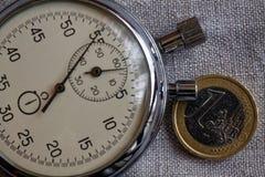 Euro muntstuk met een benaming van euro 1 en chronometer op witte linnenachtergrond - bedrijfsachtergrond Royalty-vrije Stock Afbeelding