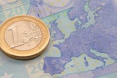 Euro muntstuk op euro bankbiljet Stock Foto