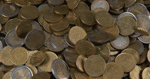 Euro Muntstukken die vallen, stock video