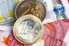 Euro muntstukken en bankbiljetten Royalty-vrije Stock Foto's