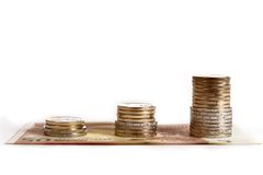 Euro muntstukken en bankbiljetten geïsoleerde stapel Stock Foto