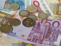 Euro muntstukken en nota's Royalty-vrije Stock Afbeeldingen