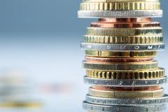 Euro muntstukken Euro geld Euro munt Muntstukken op elkaar in verschillende posities worden gestapeld die Royalty-vrije Stock Fotografie