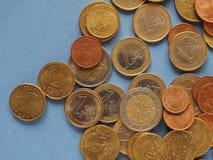 Euro muntstukken, Europese Unie over blauw met exemplaarruimte Stock Fotografie