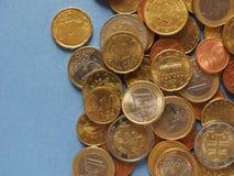 Euro muntstukken, Europese Unie over blauw met exemplaarruimte Royalty-vrije Stock Foto's