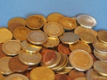 Euro muntstukken, Europese Unie over blauw met exemplaarruimte Royalty-vrije Stock Afbeeldingen