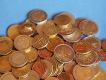Euro muntstukken, Europese Unie over blauw met exemplaarruimte Royalty-vrije Stock Foto