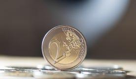 2 euro muntstukkenachtergrond Royalty-vrije Stock Foto's