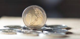 2 euro muntstukkenachtergrond Royalty-vrije Stock Afbeeldingen