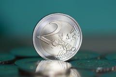 2 euro muntstukkenachtergrond Stock Foto