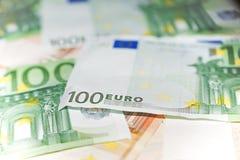 100 euro nemen dicht omhoog van nota Royalty-vrije Stock Afbeeldingen