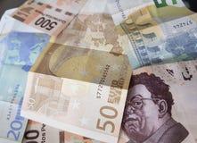 euro nota's en Mexicaanse rekeningen, achtergrond en textuur Royalty-vrije Stock Afbeeldingen