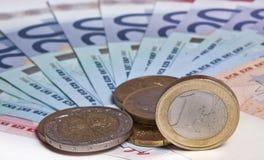 Euro nota's en muntstukken stock fotografie