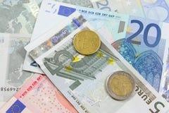 Euro nota's en muntstukken Stock Foto's