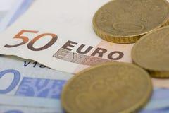 Euro nota's en muntstukken stock foto