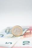 Euro nota vijf tien met euro muntstuk Royalty-vrije Stock Foto's