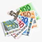 Euro- notas de banco em um grampo de papel Fotografia de Stock