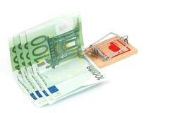 Euro- notas de banco em um mousetrap Fotografia de Stock Royalty Free
