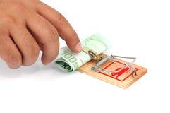 Euro- notas de banco em um mousetrap Foto de Stock Royalty Free