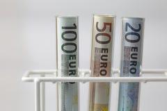 Euro- notas de banco nas câmaras de ar de teste Foto de Stock Royalty Free