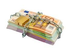 Euro notatki z łańcuchem i kłódką Zdjęcie Royalty Free