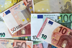 Euro note che formano fondo Fotografie Stock Libere da Diritti
