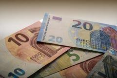 Euro note di carta Cinque, venti e dieci euro Immagini Stock
