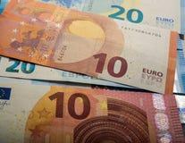 Euro note di carta Dieci e venti euro Immagine Stock