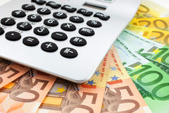 Euro notes avec la calculatrice Photographie stock libre de droits