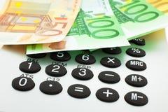 Euro notes avec la calculatrice Photos libres de droits