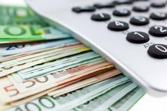 Euro notes avec la calculatrice Images stock