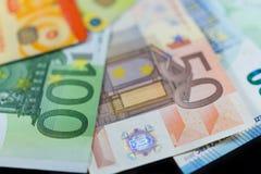 Euro notes et cartes de banque de crédit Photo stock