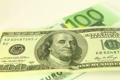Euro- och dollaranmärkningar royaltyfri foto