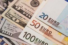 Euro- och dollarsedlar Arkivfoto