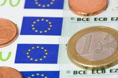 Euro op euro rekeningen Stock Fotografie
