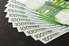Euro opgeslagen bankbiljetten royalty-vrije stock afbeelding