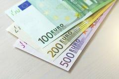 Euro Pappers- sedlar av euroet av olika valörer - 100, Royaltyfria Bilder