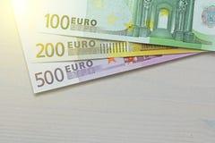 Euro Pappers- sedlar av euroet av olika valörer - 100, Royaltyfri Fotografi
