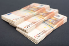 Euro paquets d'argent images stock