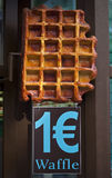 1 Euro para um waffle belga Imagem de Stock