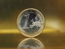1 euro pièce de monnaie, Union européenne au-dessus de fond d'or Photographie stock