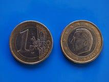 1 euro pièce de monnaie, Union européenne, Belgique au-dessus de bleu Photographie stock libre de droits
