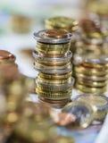 Euro pièces de monnaie empilées Image libre de droits