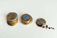 Euro pièces de monnaie empilées de chocolat, concept d'investissement Images libres de droits