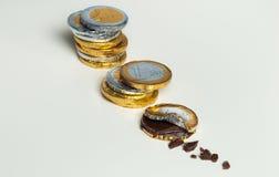 Euro pièces de monnaie empilées de chocolat, concept d'investissement Photos libres de droits