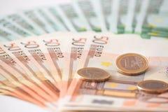 Euro pièces de monnaie et argent réflexion réelle d'argent de maison de patrimoine de concept Photos stock