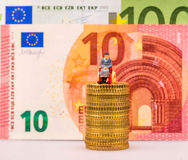 Euro pièces de monnaie, figure, billet de banque Photos stock
